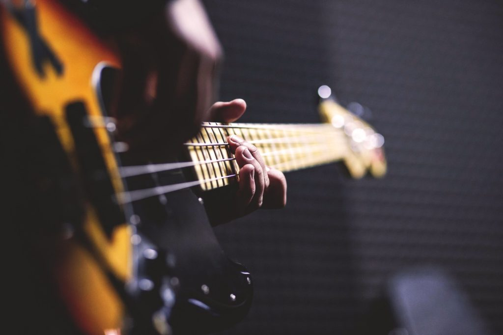12 - Good, Great & Best Electric Guitars For Beginners - 2019 Guide